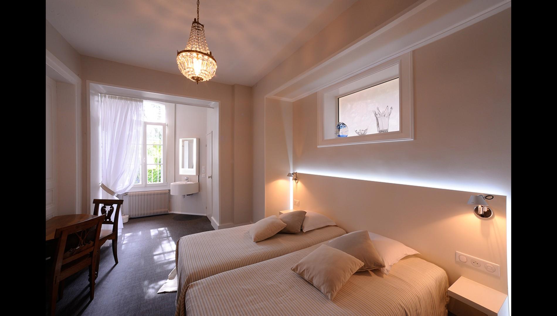 am nagement de chambres d h tes dans une maison de ma tre. Black Bedroom Furniture Sets. Home Design Ideas
